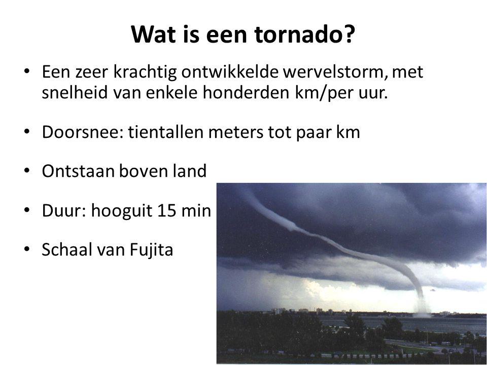 Wat is een tornado? Een zeer krachtig ontwikkelde wervelstorm, met snelheid van enkele honderden km/per uur. Doorsnee: tientallen meters tot paar km O