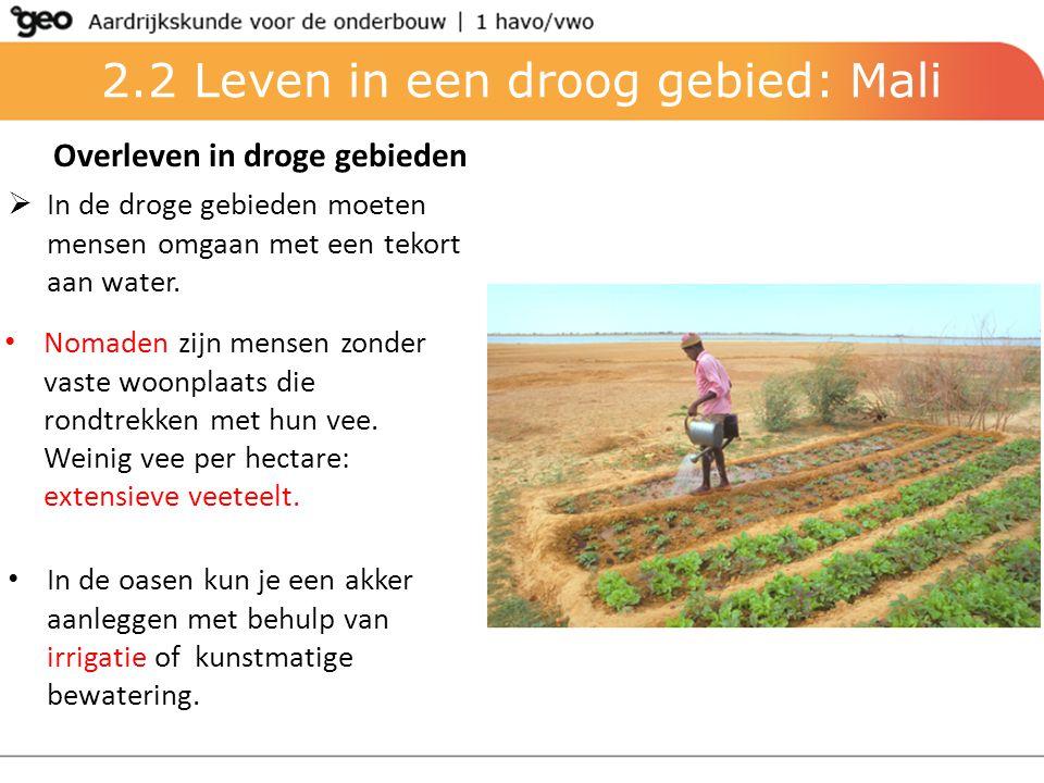 2.2 Leven in een droog gebied: Mali Overleven in droge gebieden  In de droge gebieden moeten mensen omgaan met een tekort aan water. Nomaden zijn men