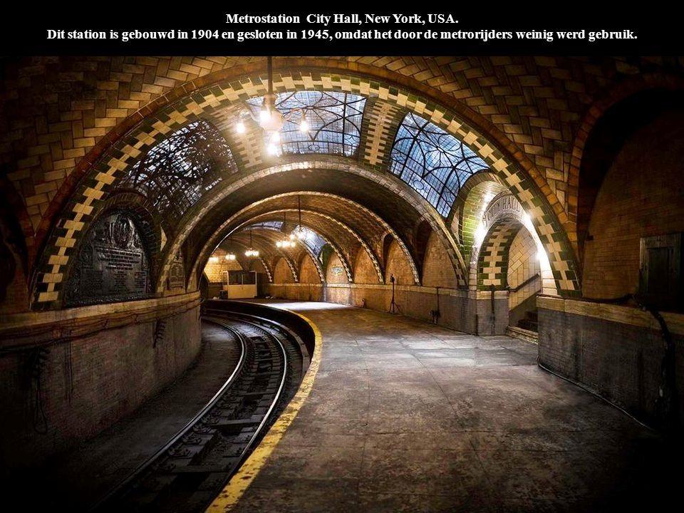 Metrostation City Hall, New York, USA. Dit station is gebouwd in 1904 en gesloten in 1945, omdat het door de metrorijders weinig werd gebruik.