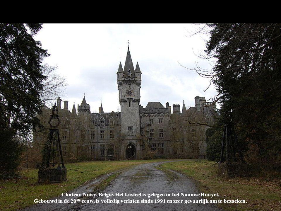 Chateau Noisy, België. Kasteel Noisy (Miranda of kasteel) is een gebouw gelegen in het Naamse Houyet. Gebouwd in het begin C Chateau Noisy, België. He