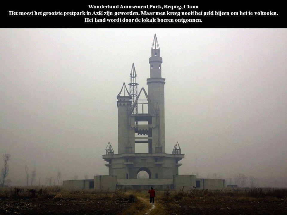 Wonderland Amusement Park, Beijing, China Het moest het grootste pretpark in Azië zijn geworden. Maar men kreeg nooit het geld bijeen om het te voltoo