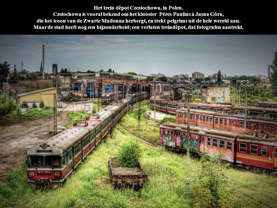 Het trein dêpot Czestochowa, in Polen. Czstochowa is vooral bekend om het klooster Pères Paulins à Jasna Góra, die het icoon van de Zwarte Madonna her