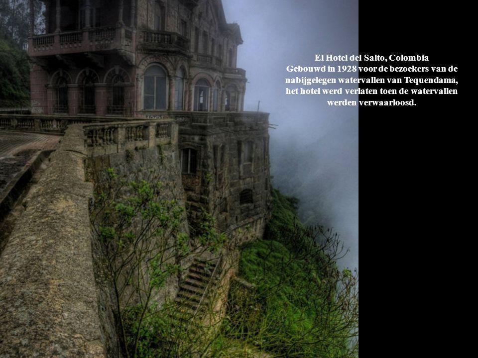 El Hotel del Salto, Colombia Gebouwd in 1928 voor de bezoekers van de nabijgelegen watervallen van Tequendama, het hotel werd verlaten toen de waterva