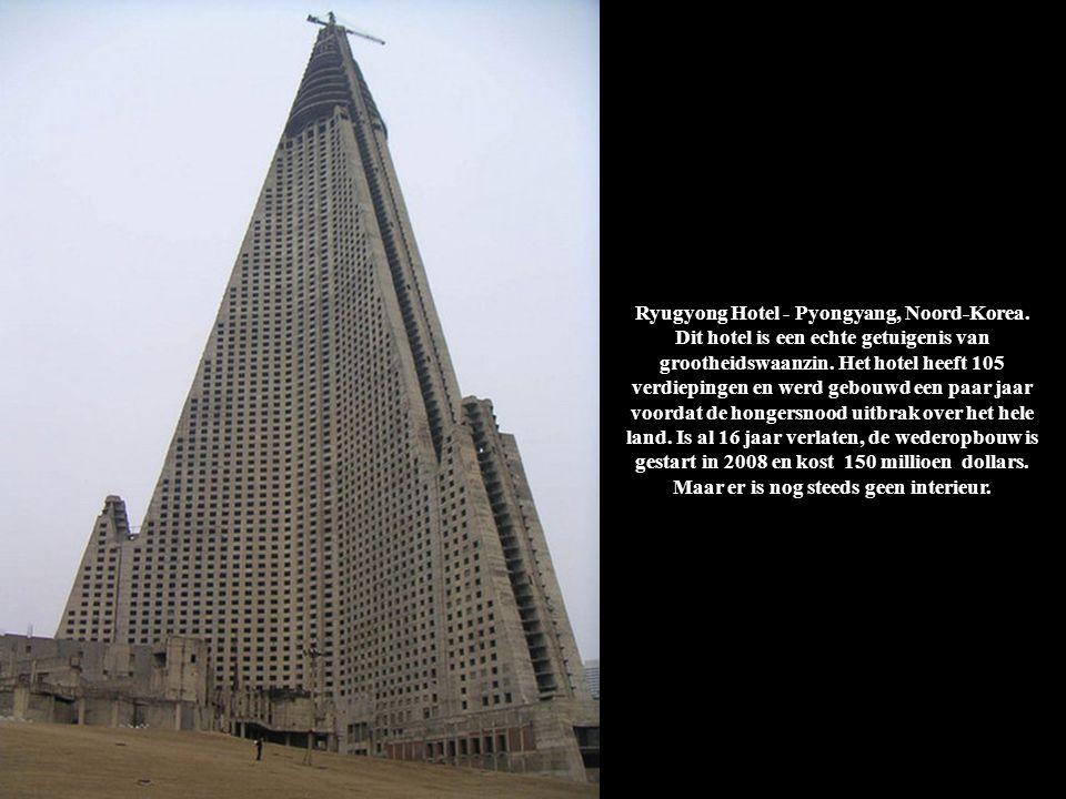 Ryugyong Hotel - Pyongyang, Noord-Korea. Dit hotel is een echte getuigenis van grootheidswaanzin. Het hotel heeft 105 verdiepingen en werd gebouwd een