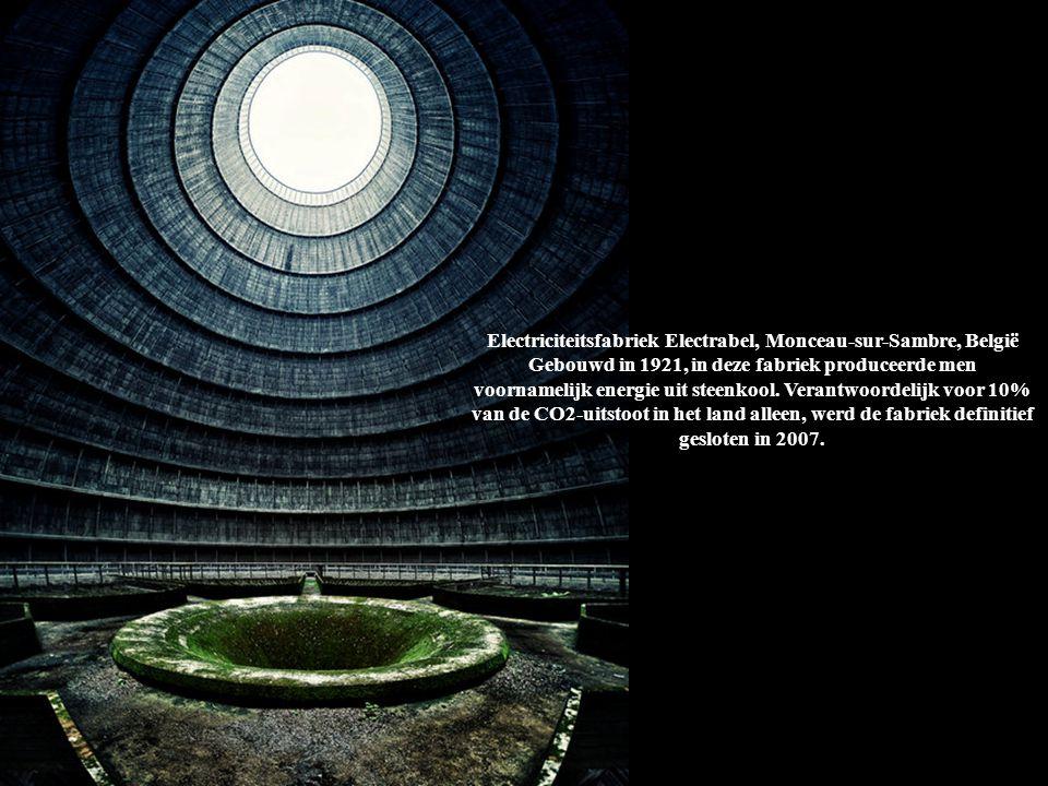 Electriciteitsfabriek Electrabel, Monceau-sur-Sambre, België Gebouwd in 1921, in deze fabriek produceerde men voornamelijk energie uit steenkool. Vera