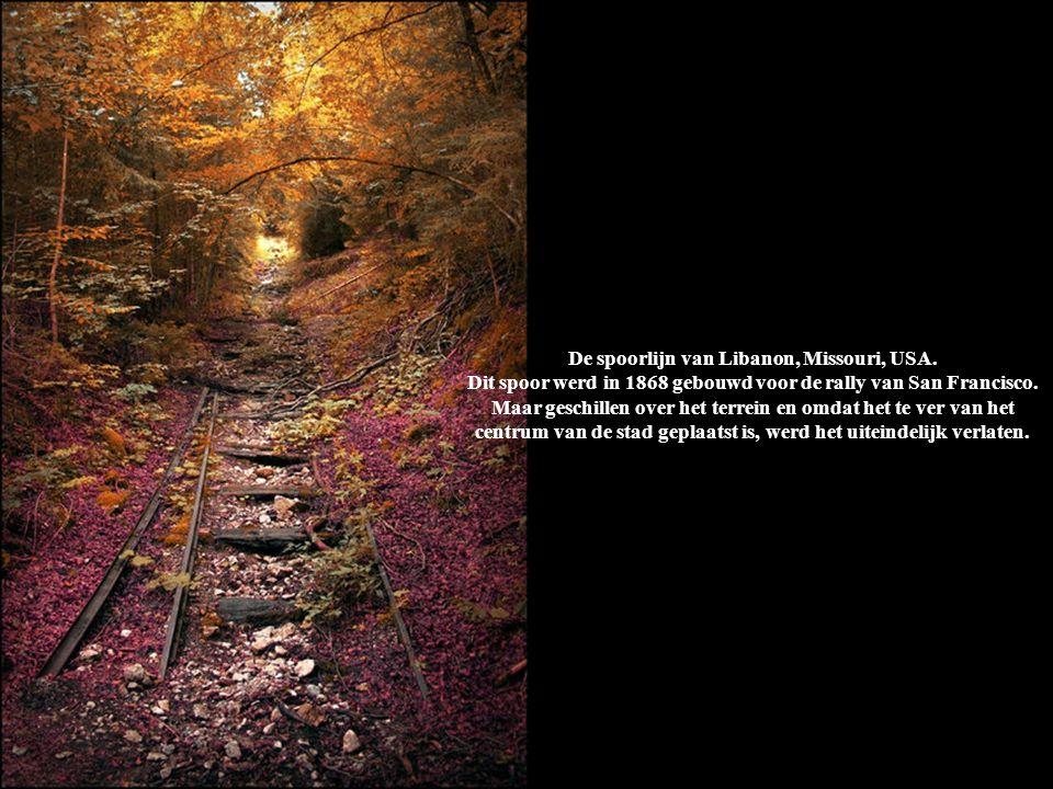 De spoorlijn van Libanon, Missouri, USA. Dit spoor werd in 1868 gebouwd voor de rally van San Francisco. Maar geschillen over het terrein en omdat het