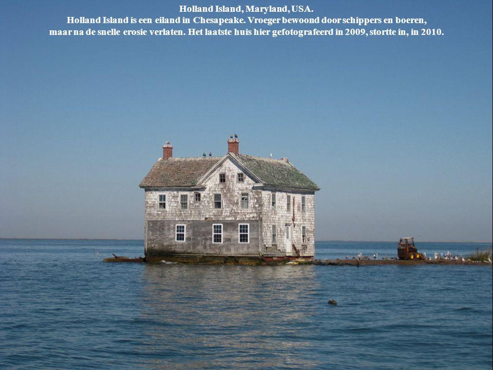 Holland Island, Maryland, USA. Holland Island is een eiland in Chesapeake. Vroeger bewoond door schippers en boeren, maar na de snelle erosie verlaten