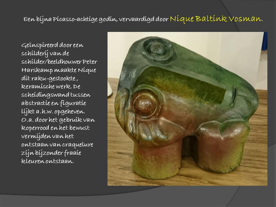 Geïnspireerd door een schilderij van de schilder/beeldhouwer Peter Harskamp maakte Nique dit raku-gestookte, keramische werk. De scheidingswand tussen