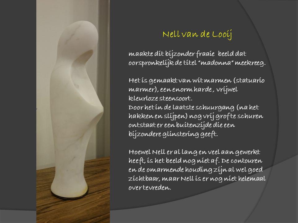 """Nell van de Looij maakte dit bijzonder fraaie beeld dat oorspronkelijk de titel """"madonna"""" meekreeg. Het is gemaakt van wit marmen (statuario marmer),"""