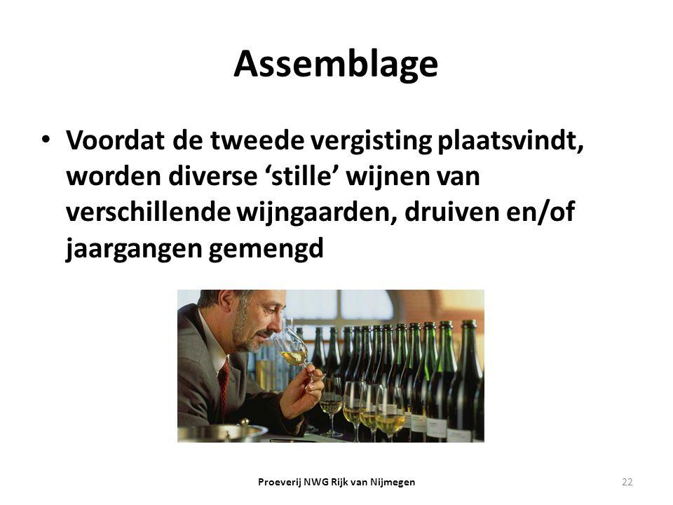 Assemblage Voordat de tweede vergisting plaatsvindt, worden diverse 'stille' wijnen van verschillende wijngaarden, druiven en/of jaargangen gemengd 22