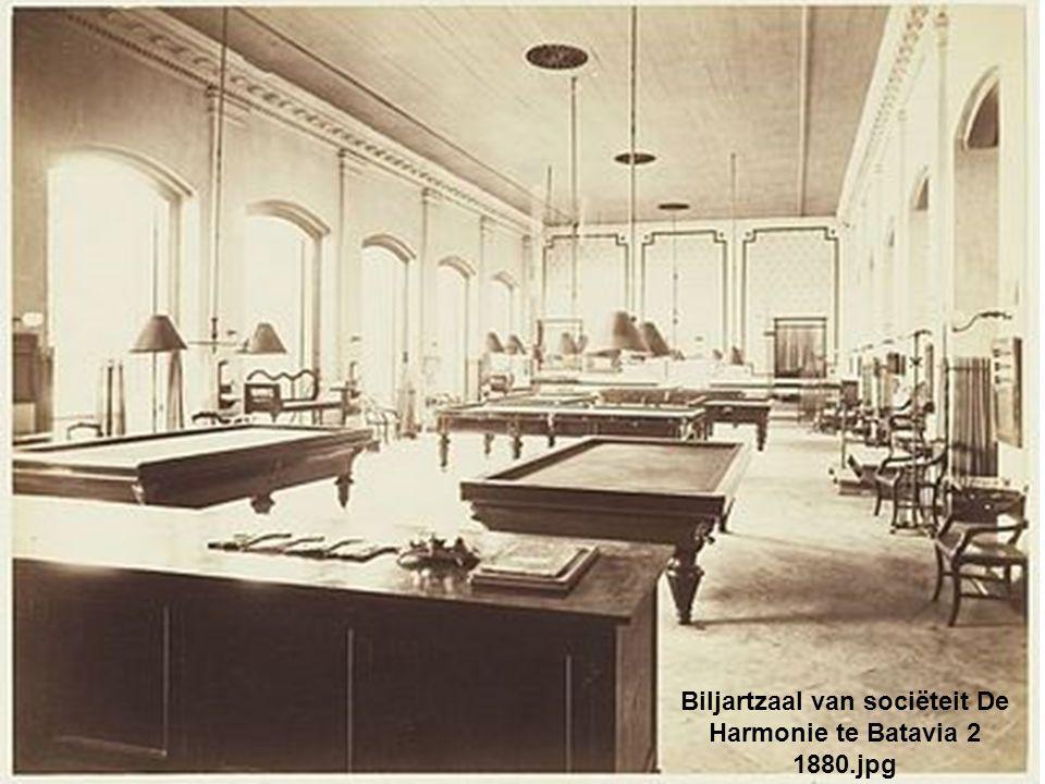 Biljartzaal van sociëteit De Harmonie te Batavia 2 1880.jpg