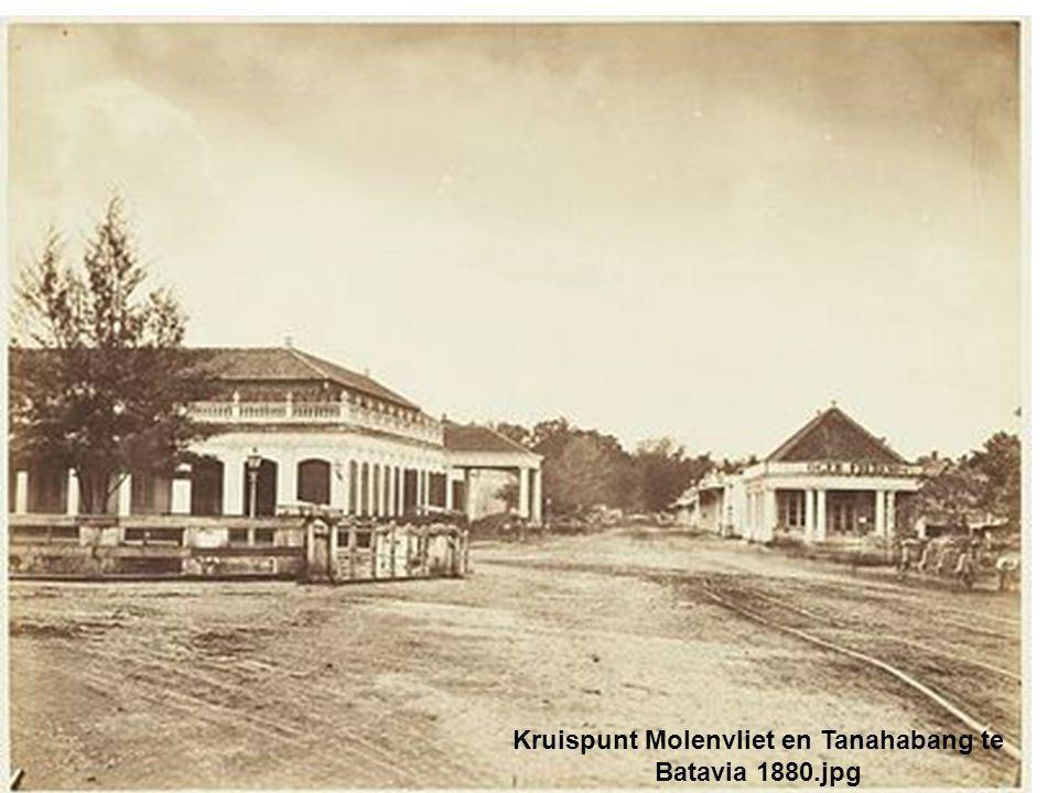 Kruispunt Molenvliet en Tanahabang te Batavia 1880.jpg