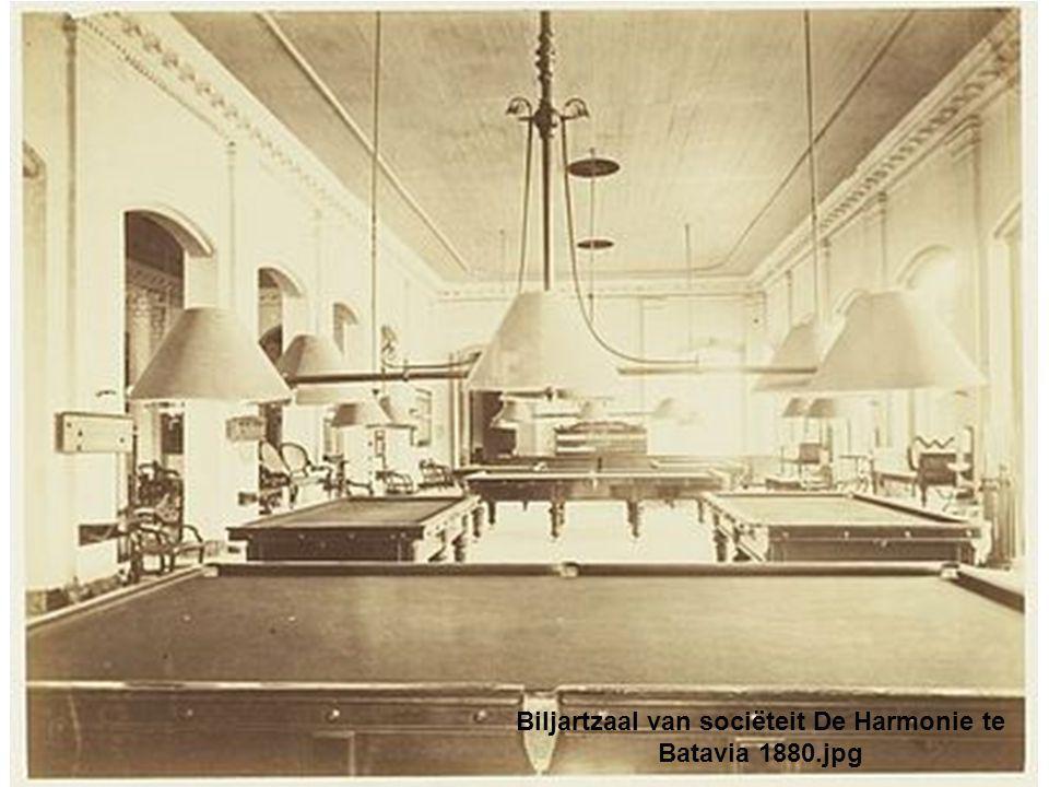Biljartzaal van sociëteit De Harmonie te Batavia 1880.jpg