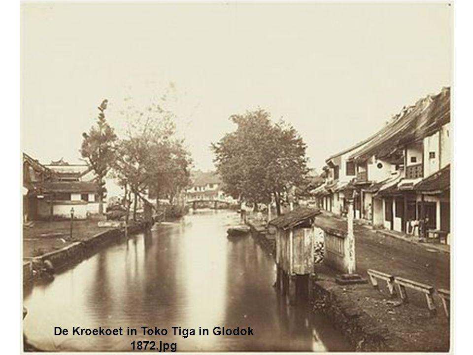 De Kroekoet in Toko Tiga in Glodok 1872.jpg