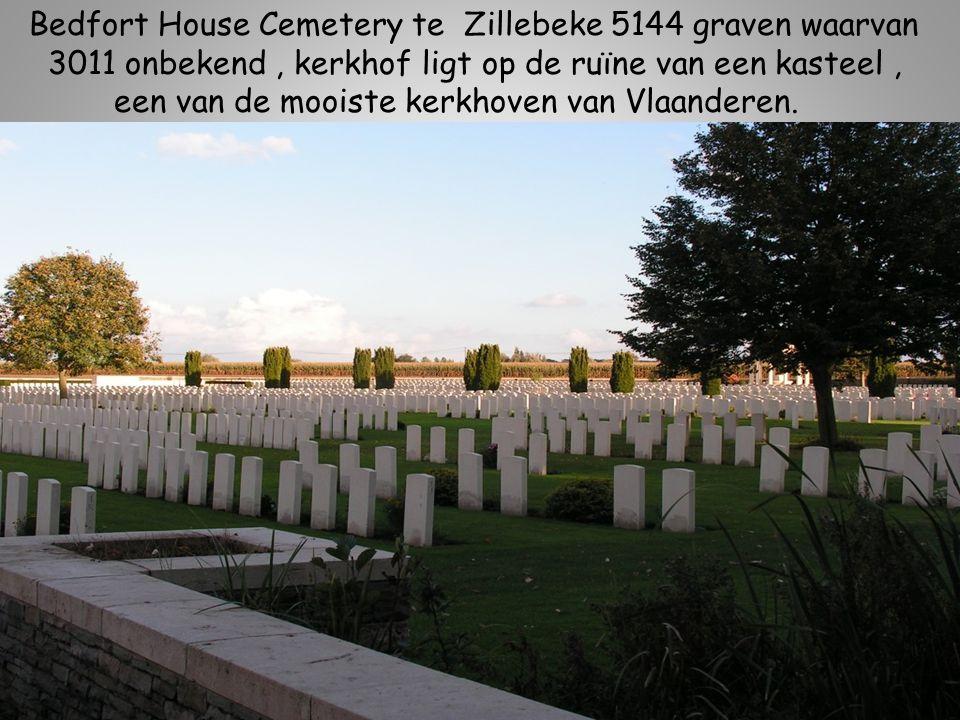 Bedfort House Cemetery te Zillebeke 5144 graven waarvan 3011 onbekend, kerkhof ligt op de ruïne van een kasteel, een van de mooiste kerkhoven van Vlaanderen.