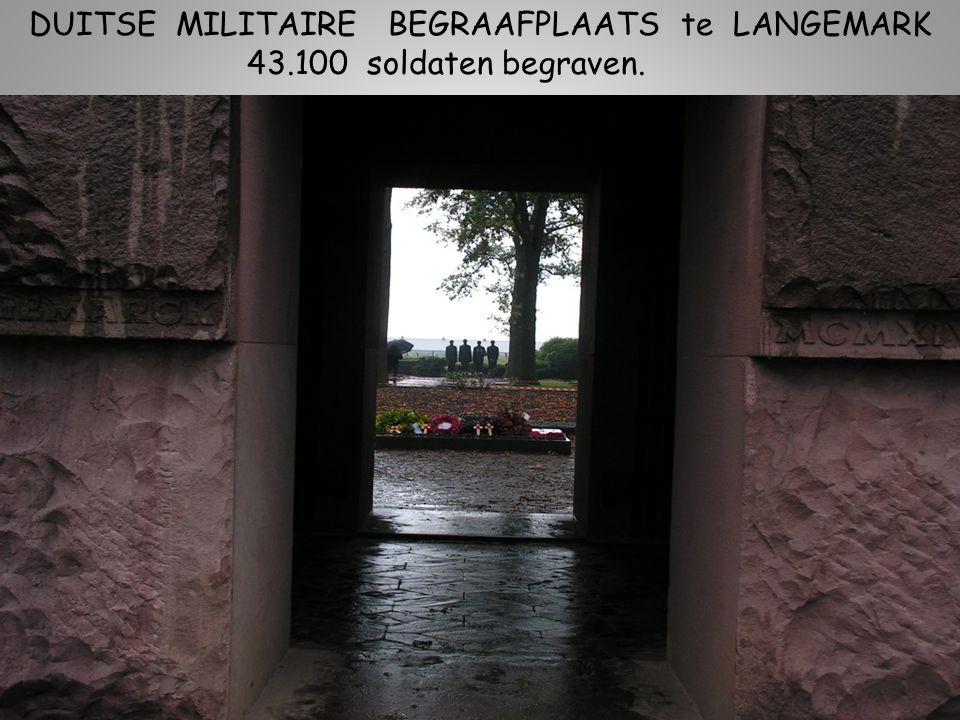DUITSE MILITAIRE BEGRAAFPLAATS te LANGEMARK 43.100 soldaten begraven.