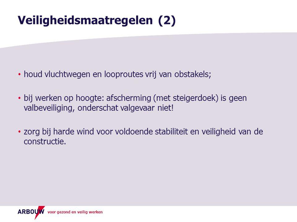 voor gezond en veilig werken houd vluchtwegen en looproutes vrij van obstakels; bij werken op hoogte: afscherming (met steigerdoek) is geen valbeveili