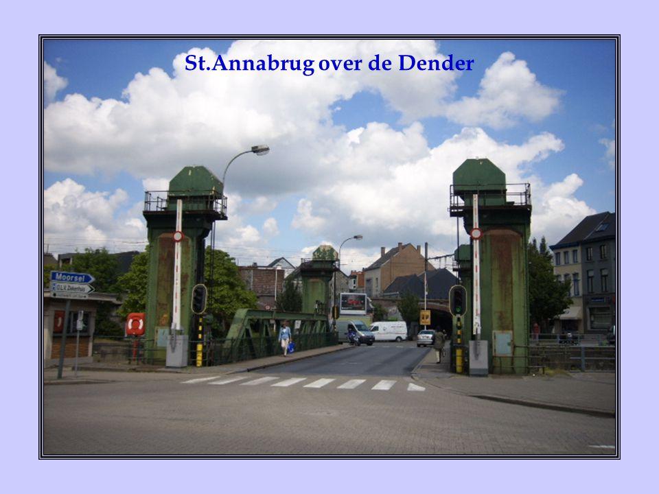 De hooggotische St.Martinus- kerk werd nooit volgens plan afgewerkt.