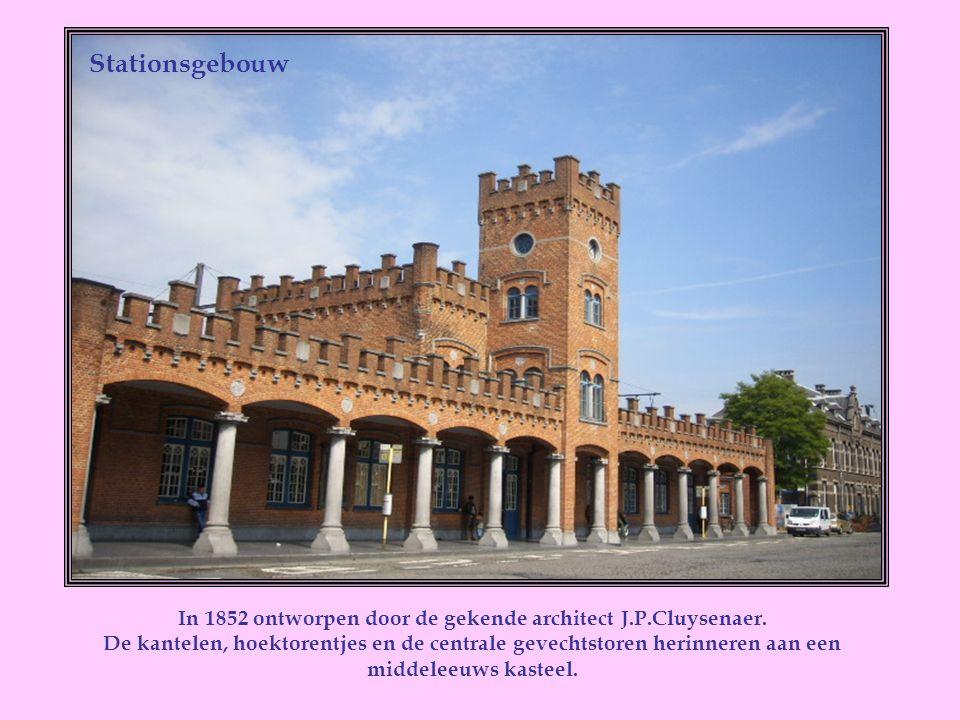 In dit huis dat zich bevindt in de Kerkstraat, in het centrum van de stad, is Priester Adolf Daens geboren op 18-12-1839.