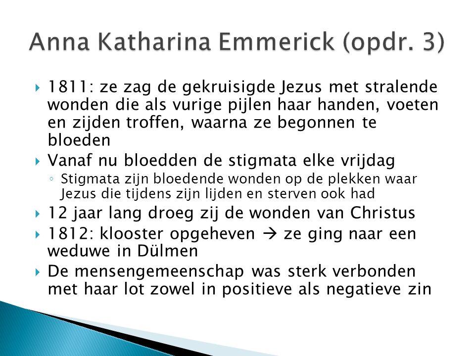  1811: ze zag de gekruisigde Jezus met stralende wonden die als vurige pijlen haar handen, voeten en zijden troffen, waarna ze begonnen te bloeden 