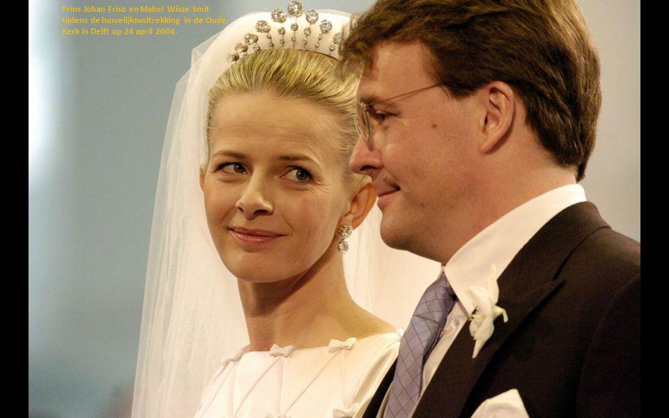 Prins Johan Friso en Mabel Wisse Smit tijdens de huwelijksvoltrekking in de Oude Kerk in Delft op 24 april 2004.