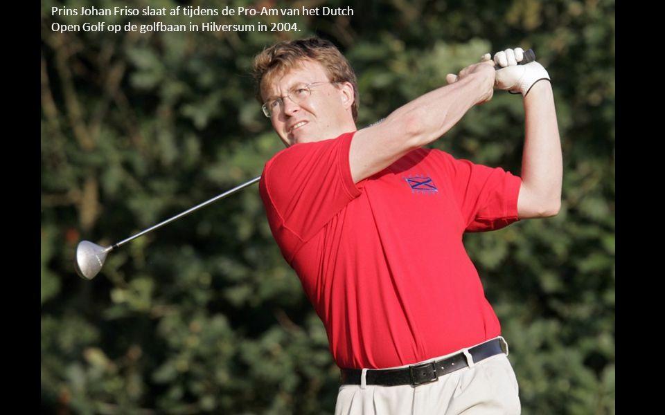 Prins Johan Friso slaat af tijdens de Pro-Am van het Dutch Open Golf op de golfbaan in Hilversum in 2004.