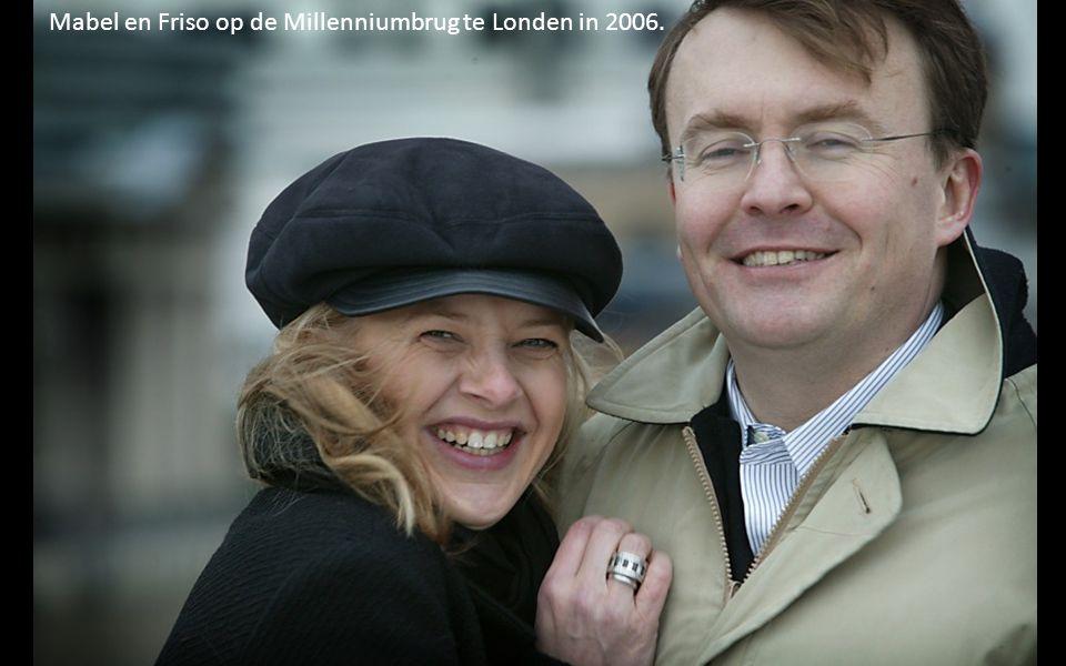 Mabel en Friso op de Millenniumbrug te Londen in 2006.