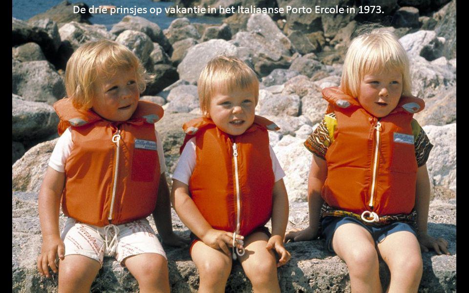 De drie prinsjes op vakantie in het Italiaanse Porto Ercole in 1973.