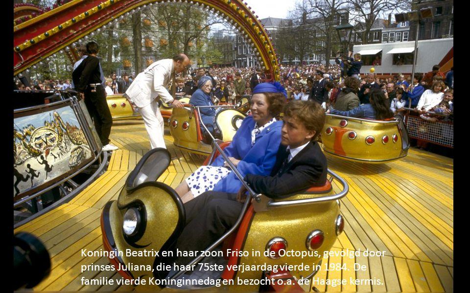 Koningin Beatrix en haar zoon Friso in de Octopus, gevolgd door prinses Juliana, die haar 75ste verjaardag vierde in 1984.