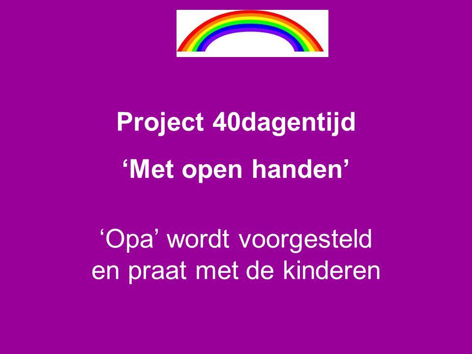 'Opa' wordt voorgesteld en praat met de kinderen Project 40dagentijd 'Met open handen'
