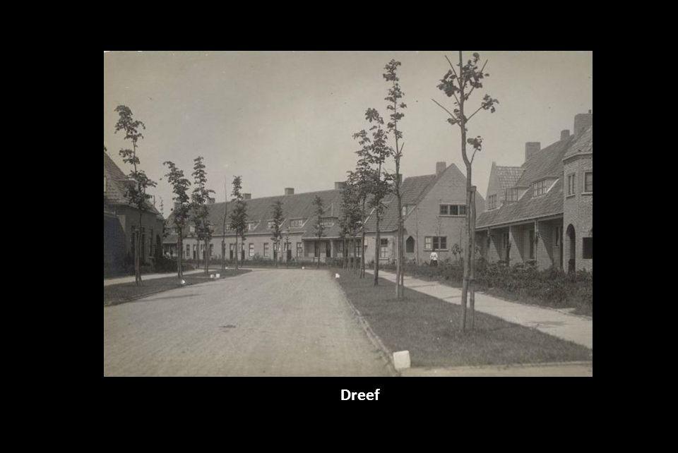 Dordtsestraatweg thv de Katendrechtse Lagedijk. Dit werd later de Zwartewaalsestraat. Op de achtergrond de Korenaar