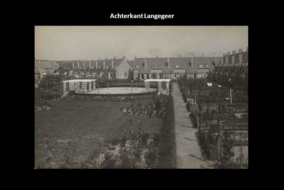 1917, opende Feyenoord zijn nieuwe thuishaven op de hoek van de Kromme Zandweg en de Dordtsestraatweg