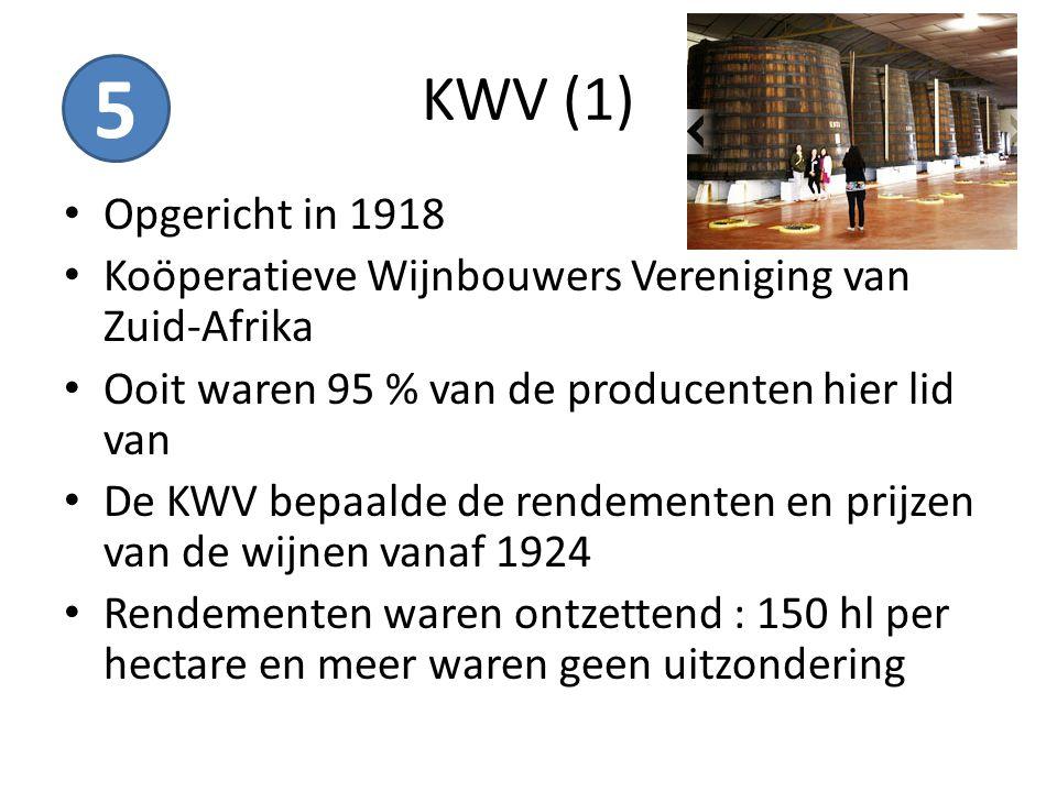 KWV (1) Opgericht in 1918 Koöperatieve Wijnbouwers Vereniging van Zuid-Afrika Ooit waren 95 % van de producenten hier lid van De KWV bepaalde de rende