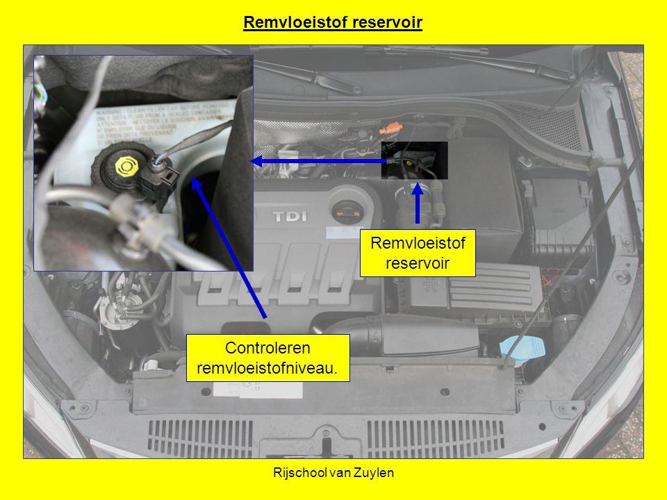 Rijschool van Zuylen Remvloeistof reservoir Controleren remvloeistofniveau. Remvloeistof reservoir