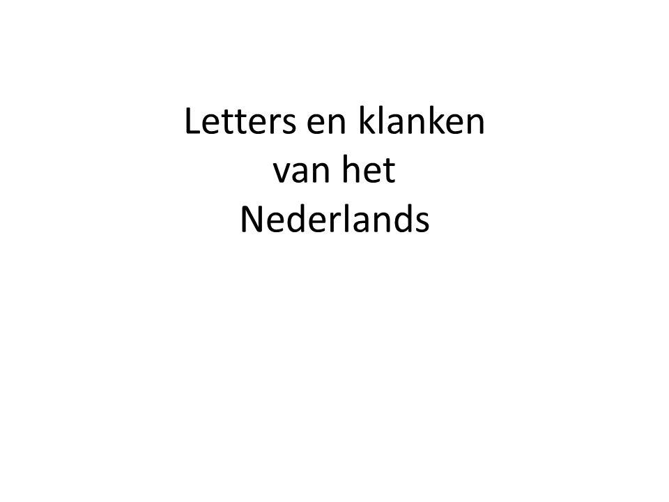 Twee-letterklanken Het Nederlands heeft 5 twee-letterklanken Twee letterklanken oeeuei = ijou = au ui woordenboekneusreis -vijffout - gauw huis koeleukei -wijkou - blauw ui ij en ei zijn dezelfde klank – je spreekt ij en ei hetzelfde uit.