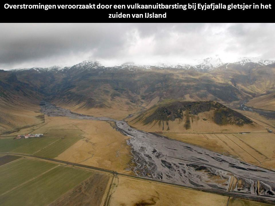 Foto genomen op 14 april 2010 de Markarfljot glaciale rivier, ten westen van de Eyjafjalla gletsjer, tweede vulkaan uitbarsting in IJsland in minder d