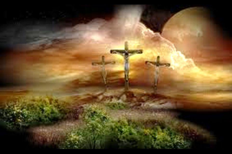 16 21 Ze dwongen een voorbijganger die net de stad binnenkwam, Simon van Cyrene, de vader van Alexander en Rufus, om het kruis te dragen.