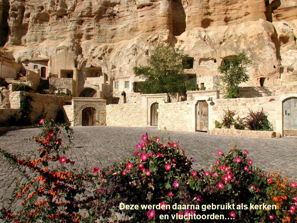 Vroeger woonden enkele duizenden christelijke communauteiten in deze grotten uitgegraven in de rotsen.