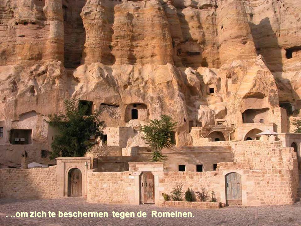 Deze werden daarna gebruikt als kerken en vluchtoorden….