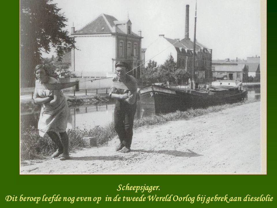 De Touwslager Na 1900 nam de vraag naar touw af door de komst van dieselmotoren Door de zeilvaart bleef er nog lang vraag naar touw Er zijn nog steeds gespecialiseerde bedrijven
