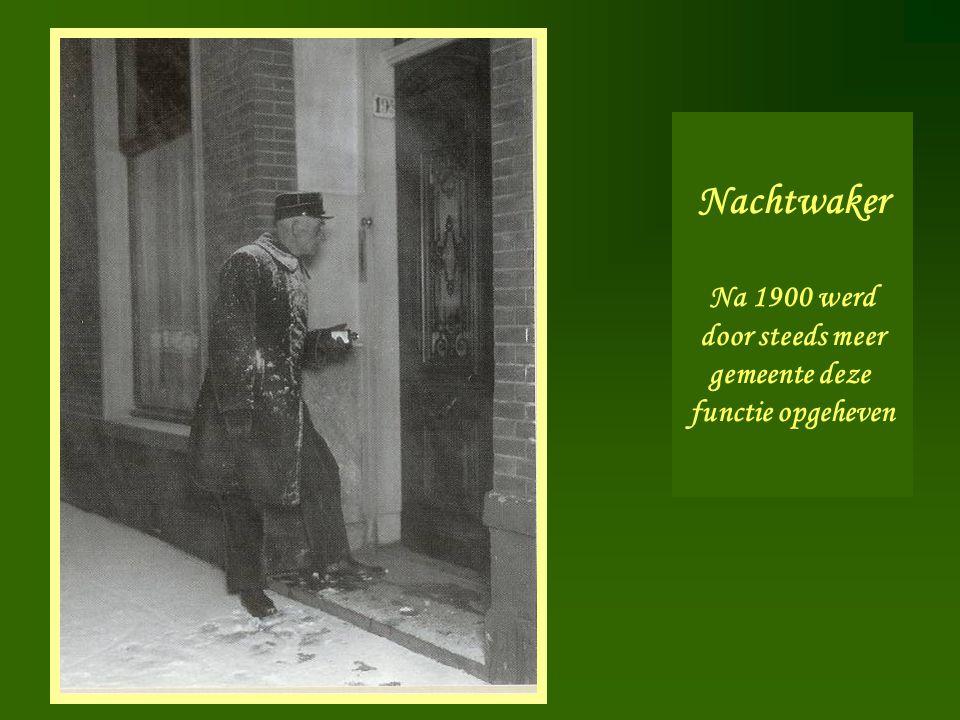Nachtwaker Na 1900 werd door steeds meer gemeente deze functie opgeheven
