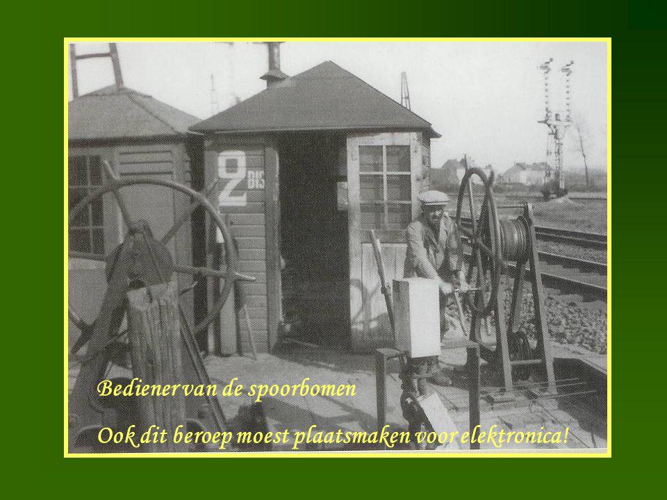 Bediener van de spoorbomen Ook dit beroep moest plaatsmaken voor elektronica!