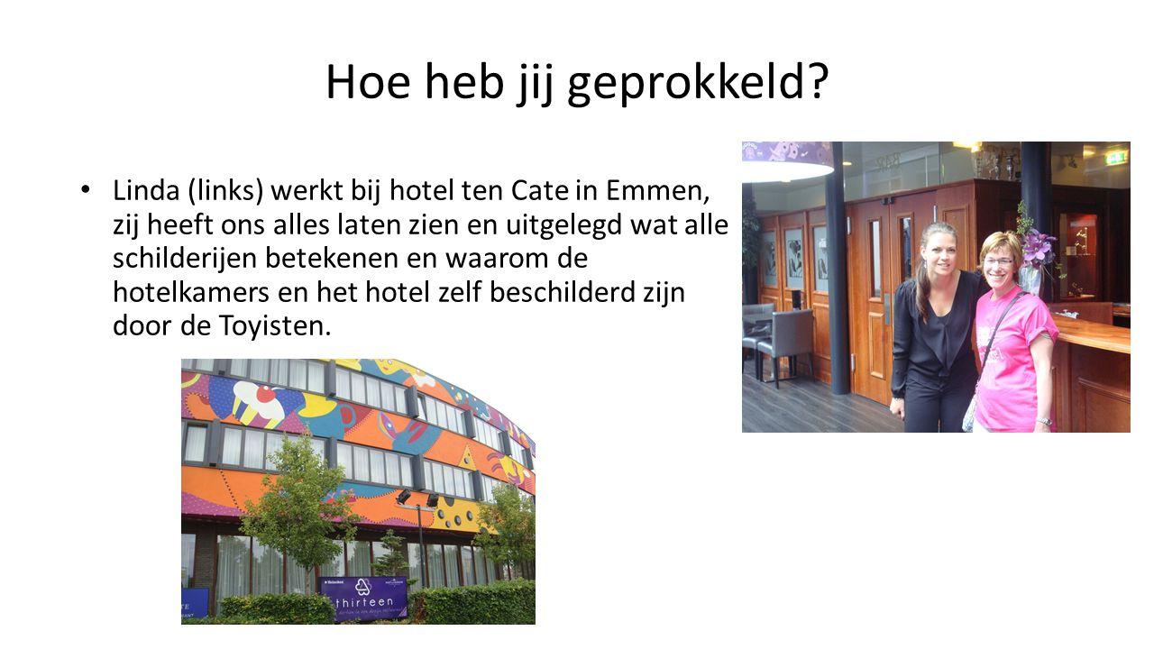 Hoe heb jij geprokkeld? Linda (links) werkt bij hotel ten Cate in Emmen, zij heeft ons alles laten zien en uitgelegd wat alle schilderijen betekenen e