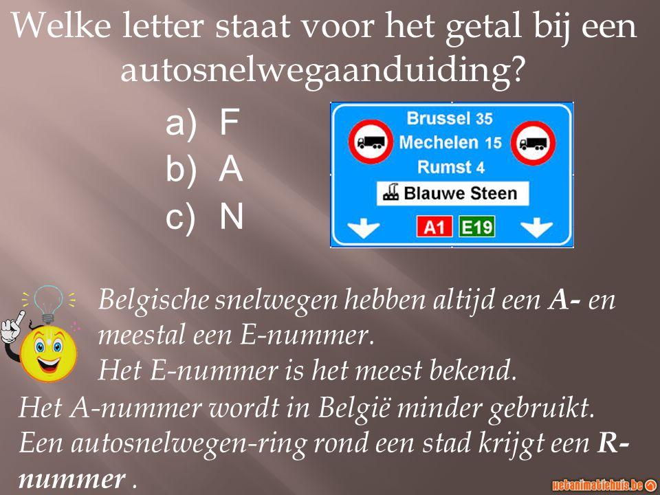 Welke letter staat voor het getal bij een autosnelwegaanduiding.