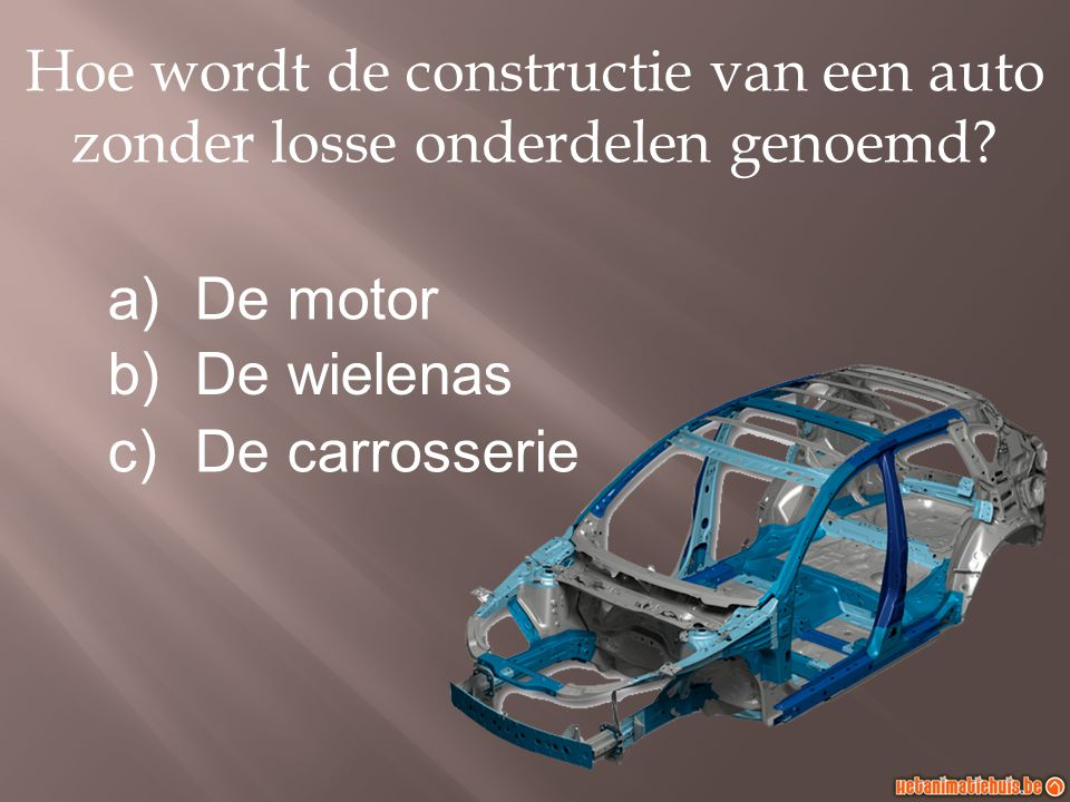 Hoe wordt de afstand tussen de middelpunten van de voor- en de achteras bij een voertuig genoemd.