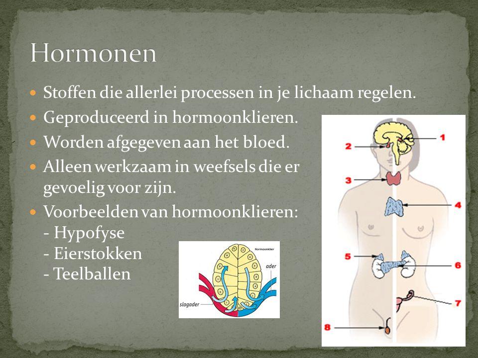 Stoffen die allerlei processen in je lichaam regelen. Geproduceerd in hormoonklieren. Worden afgegeven aan het bloed. Alleen werkzaam in weefsels die