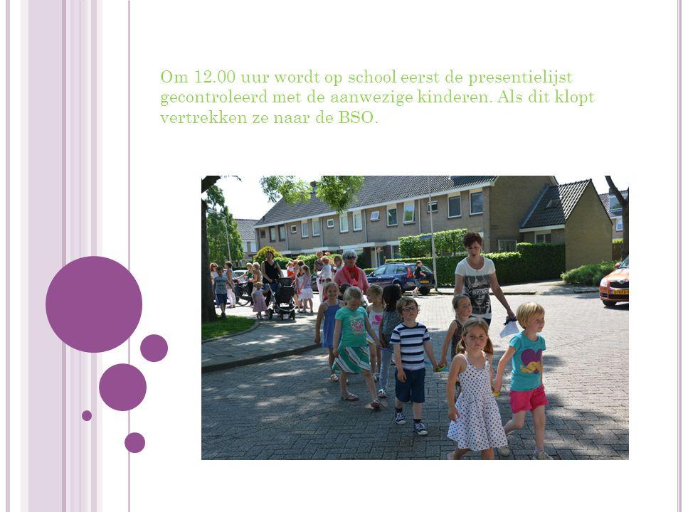 Om 12.00 uur wordt op school eerst de presentielijst gecontroleerd met de aanwezige kinderen.