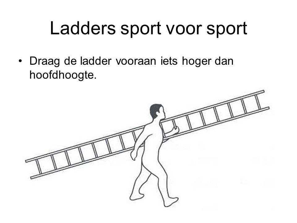 Ladders sport voor sport Draag de ladder vooraan iets hoger dan hoofdhoogte.