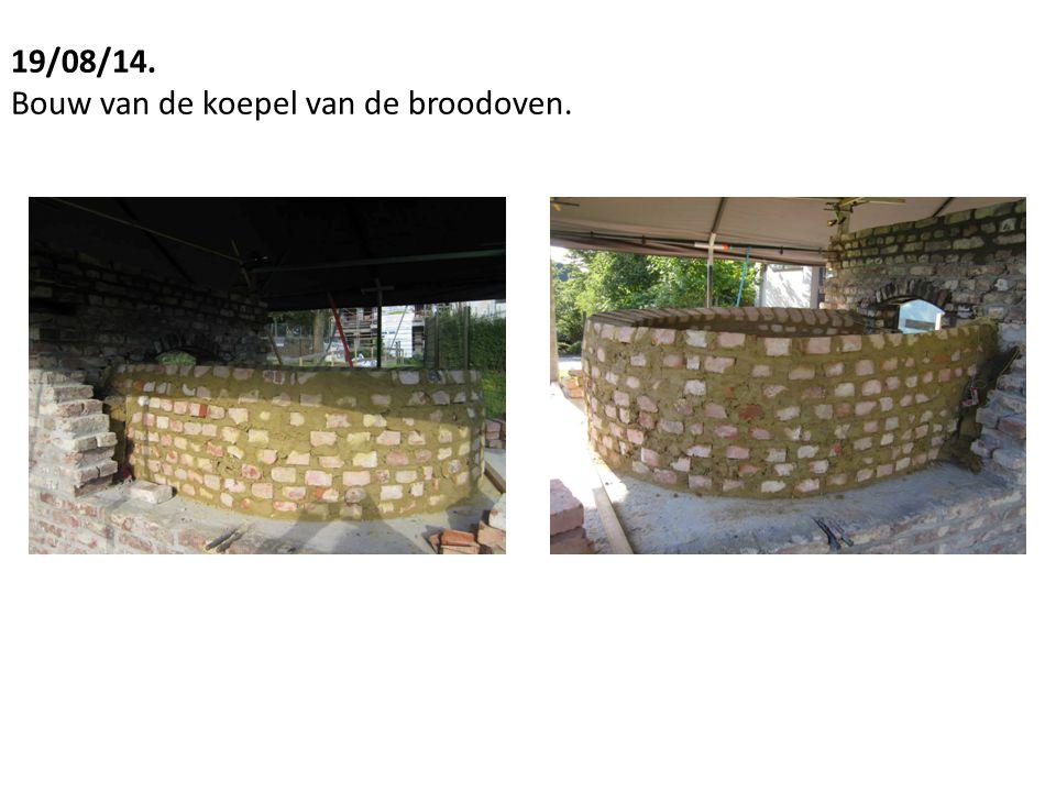 19/08/14. Bouw van de koepel van de broodoven.