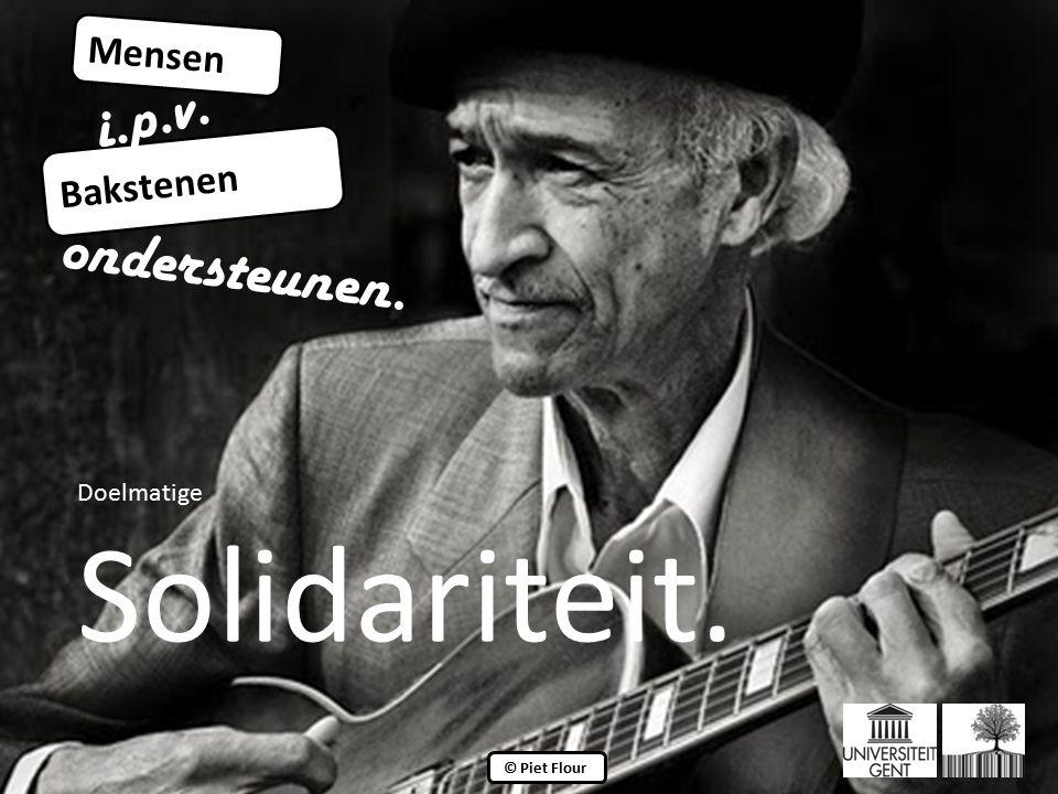 ©© © Piet Flour Mensen Bakstenen i.p.v. ondersteunen. Doelmatige Solidariteit.
